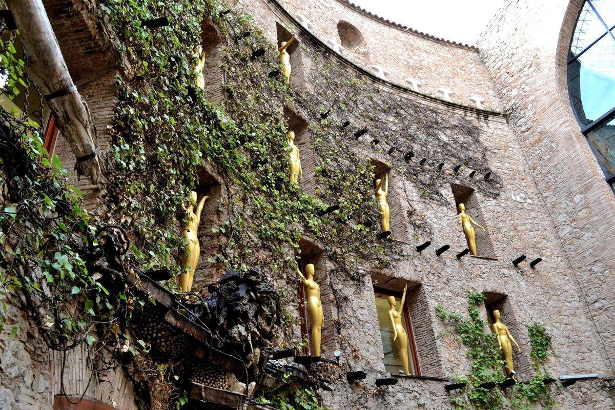 La cour intérieure du théâtre-musée Dali...