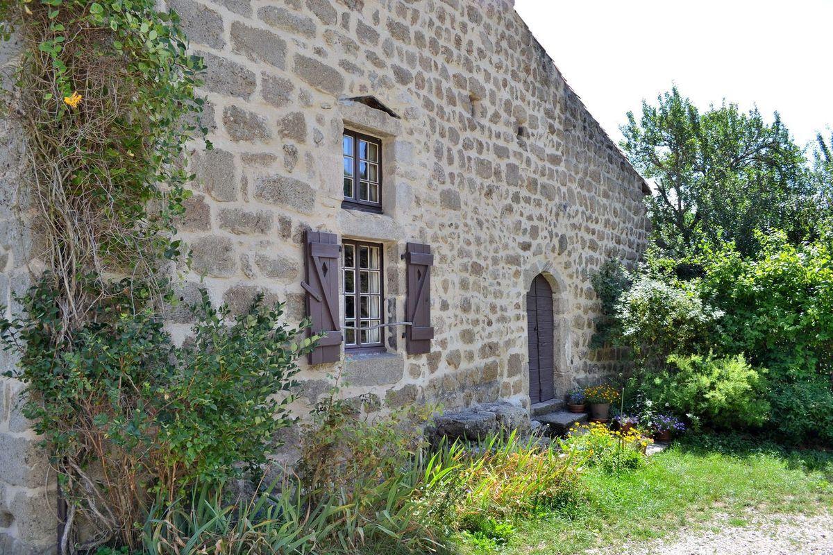 A la découverte du village médiéval de Chalencon...