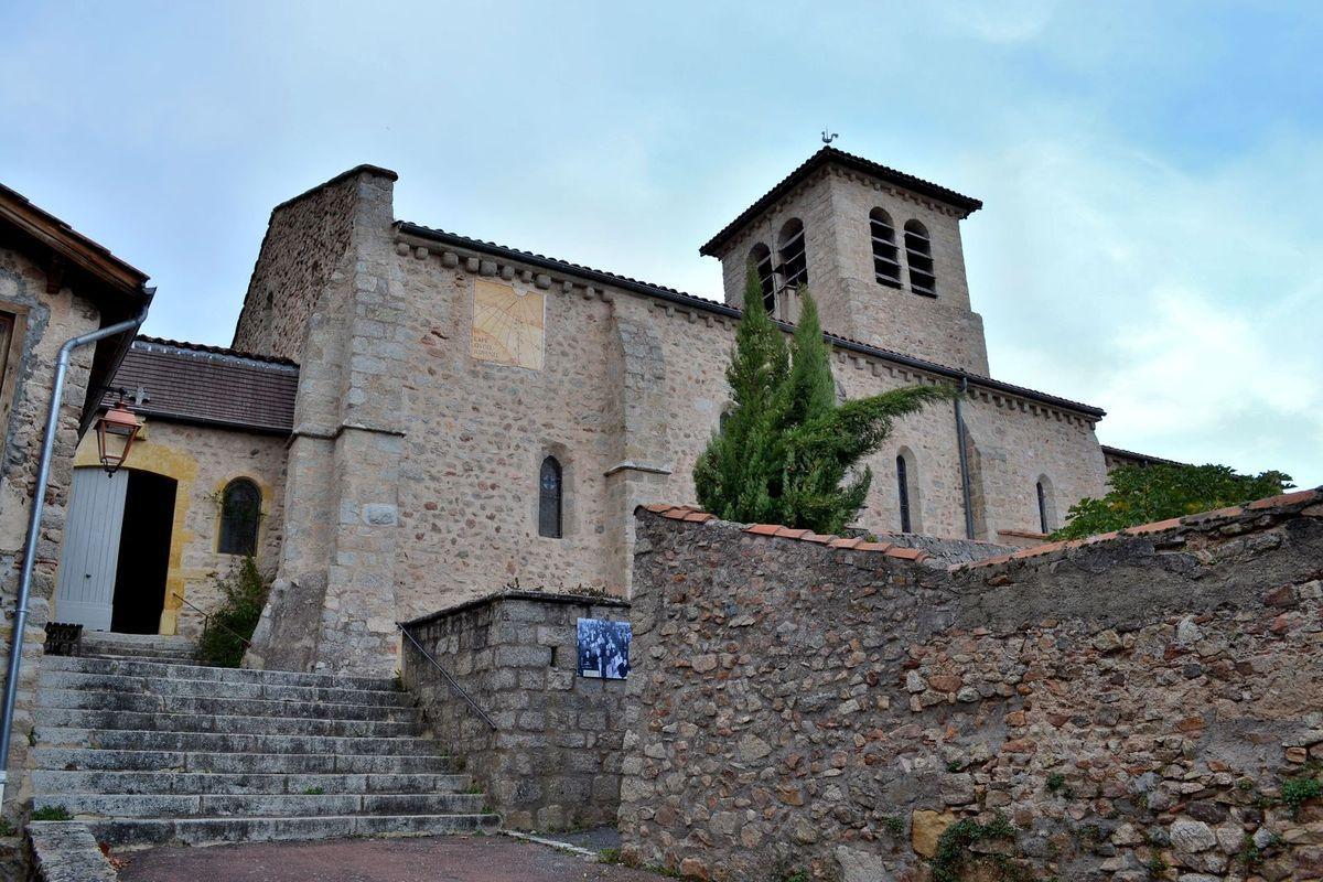 La jolie petite église de Saint-Haon-le-Châtel...