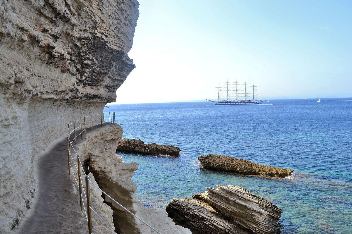L'escalier du Roy d'Aragon... Magnifique, mais attention à la remontée, ha ha! Sur la photo ci-dessus, vous pouvez voir cet escalier depuis la mer, je l'ai prise deux jours après, quand on est revenus à Bonifacio pour y faire un tour en bateau...