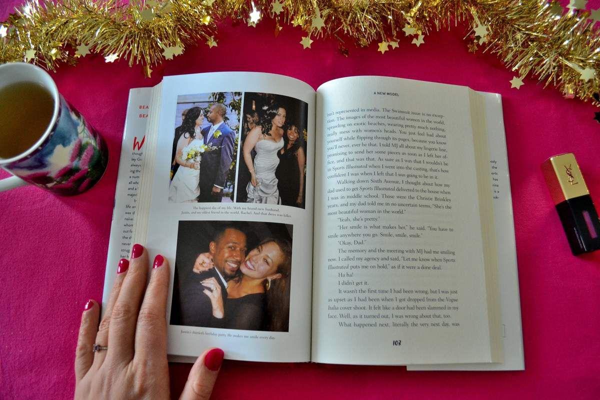 Ashley Graham a publié une autobiographie en ce début d'année 2017. Je l'ai acheté il y a environ trois mois et j'ai A-DO-RE! Elle y raconte son enfance, comment les autres élèves à l'école avec elle se moquaient de son poids (et le jour où ils ont arrêté quand ils ont su qu'elle avait signé avec une agence de mannequins, ha ha! Bien fait pour eux!), sa vie quand elle a emménagé à New-York (quand elle avait 18-19 ans) pour devenir mannequin pro, sa rencontre avec son mari (dans une église!) et, enfin, comment elle est devenue une mannequin à renommée internationale!
