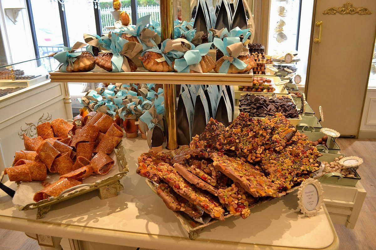 L'intérieur de la Pâtisserie-Chocolaterie Le Chardon Bleu, c'est juste trop joli!