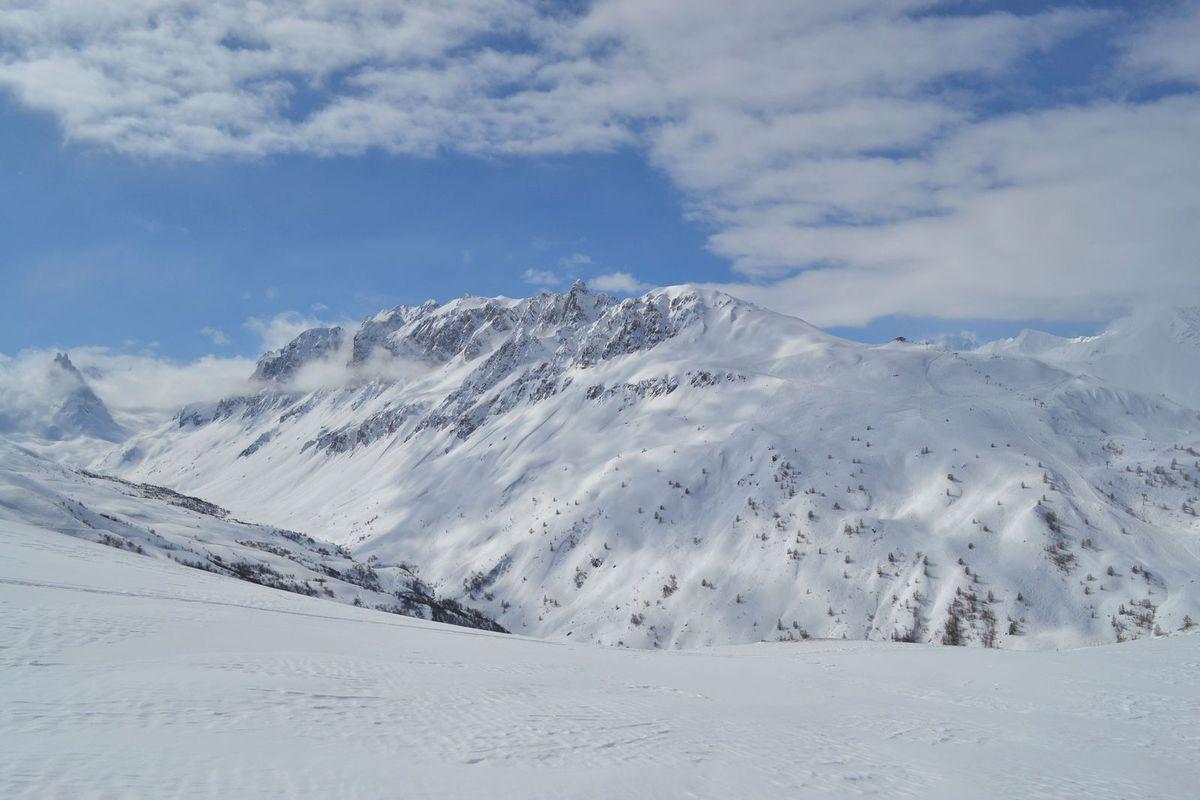 Sublime balade en raquettes dans l'immensité blanche, moment de pure quiétude au sommet des cimes...
