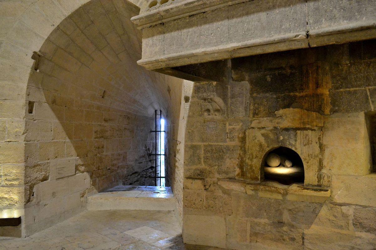 Entrée dans la Tour de Constance, qui marque le début de la visite des remparts...