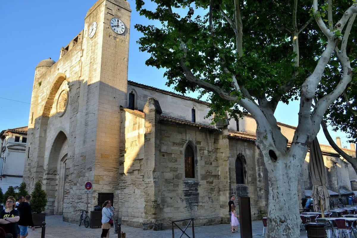 L'église Notre-Dame des Sablons à Aigues-Mortes... Sur la photo ci-dessus, une statue de Saint-Louis (encore une!)...