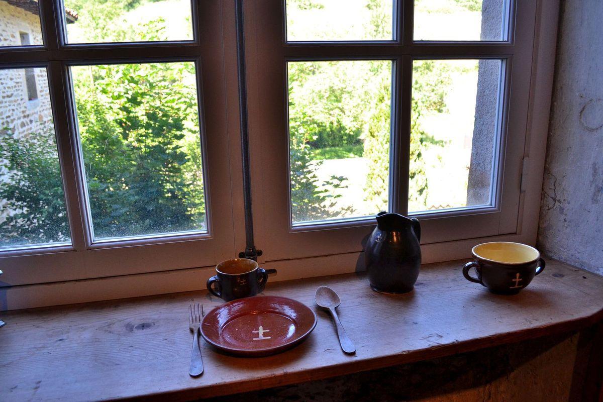 """Fin de la visite guidée avec une """"cellule"""", sorte d'appartement pour le moine ermite. Il y mangeait seul, face à la fenêtre qui donnait sur l'extérieur."""