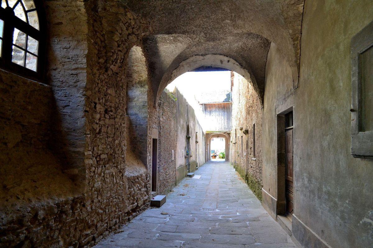 """Le corridor qui reliait la """"Cour des Frères"""" (qui travaillaient) et la """"Cour des Pères"""" (qui vivaient en ermites)..."""