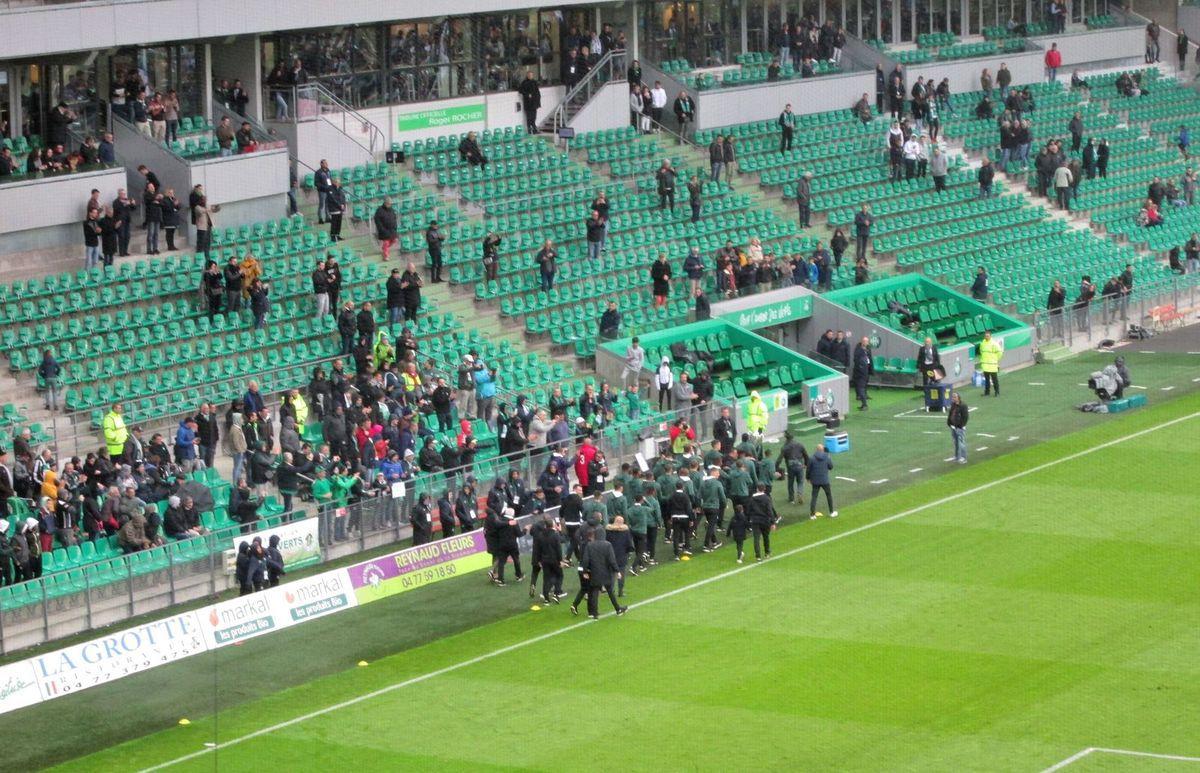 Parade des jeunes du centre de formation de Saint-Etienne sur la pelouse du Chaudron pour montrer cette belle Coupe Gambardella aux supporters... Bravo à nos jeunes!!!
