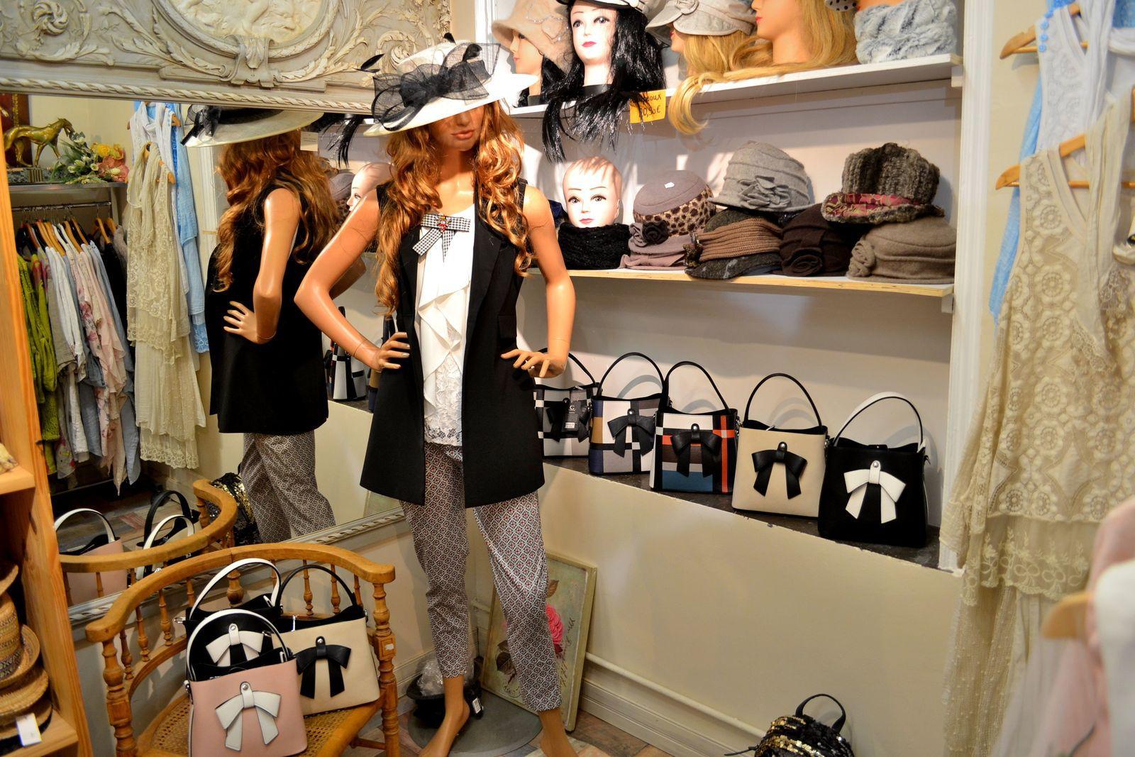 La Petite Boutique de Paris à Boulogne-sur-Mer. Sur la photo ci-dessus, vous pouvez remarquer le fameux petit sac à main pour lequel j'ai craqué!
