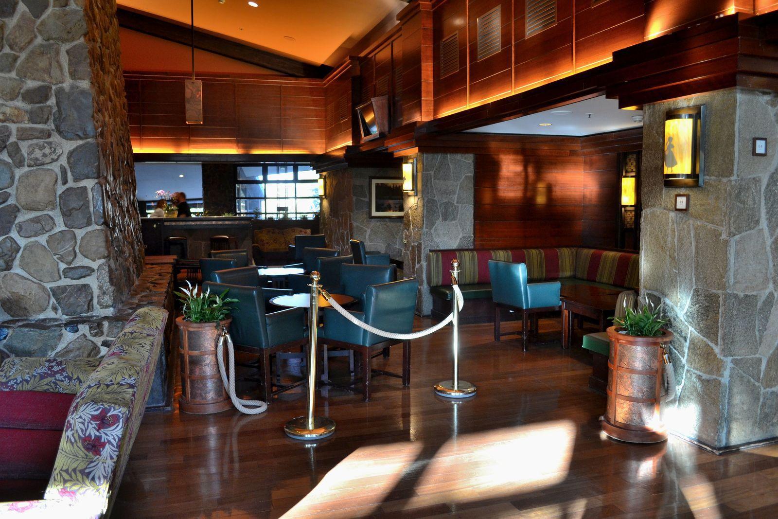 L'hôtel Sequoia Lodge. Ci-dessus, quelques photos de notre chambre, sur le thème de Bambi...