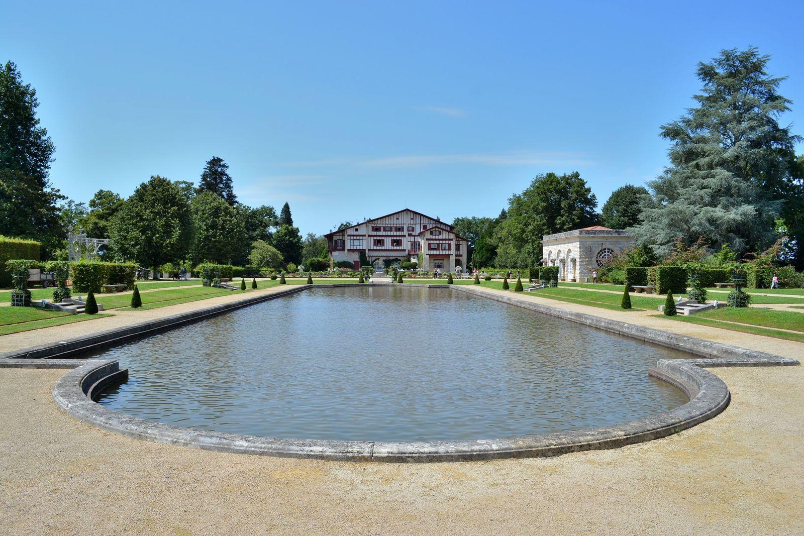 """Le magnifique jardin """"à la Française"""" de la Villa Arnaga, classé aux Jardins Remarquables..."""