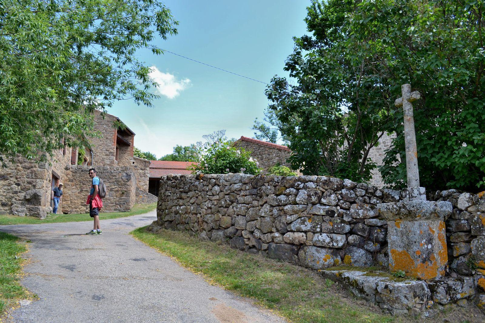 Sur les photos ci-dessus, le si joli hameau du Verdier, puis panorama sur Saint-Jacques d'Atticieux, ainsi que sur les collines de l'Ardèche...