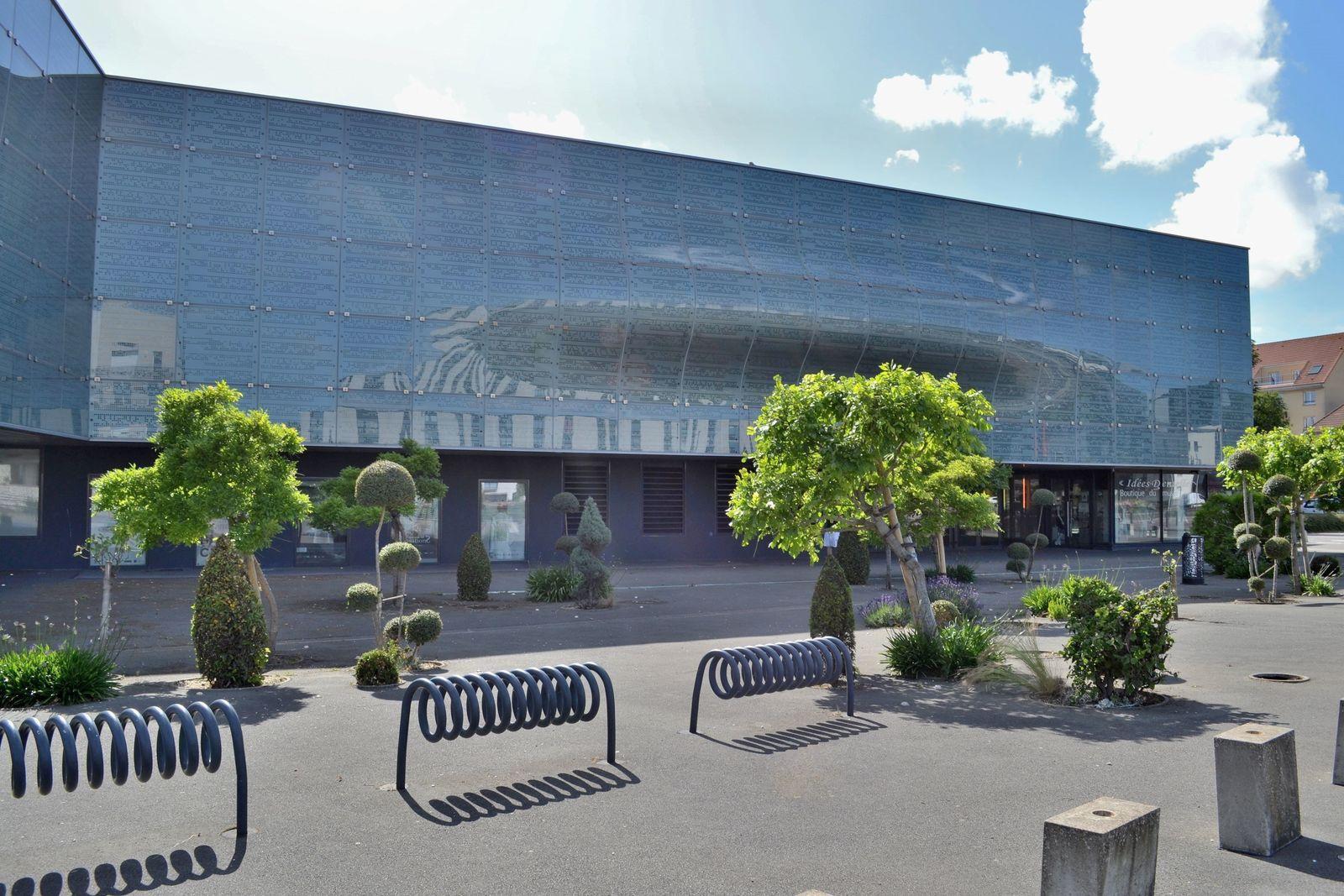 Le premier niveau du musée relate l'histoire de la dentelle, depuis sa création où elle n'était que manuelle, jusqu'à sa mécanisation au 19ème siècle.