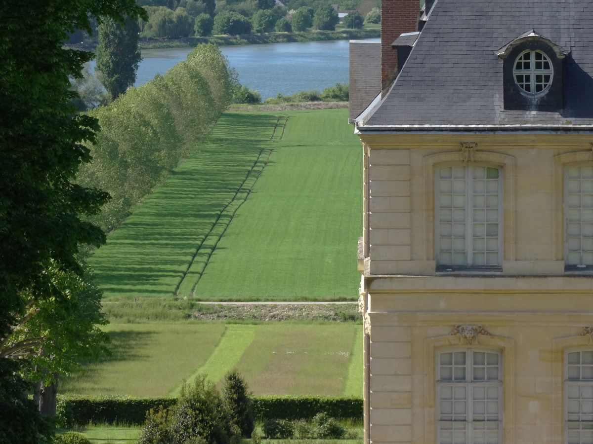 Château and gardens at Yville sur Seine.