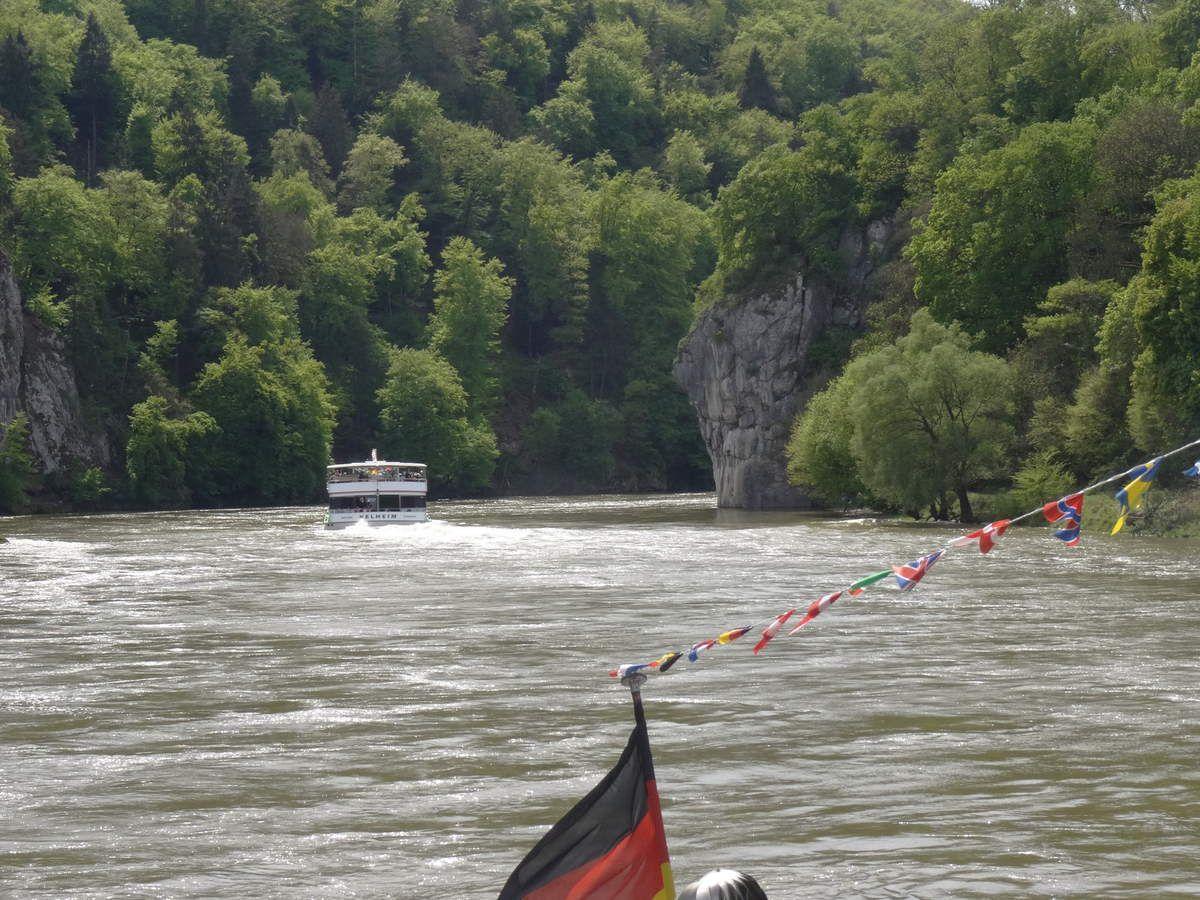 Grosse circulation fluviale entre Kelheim et le monastère..