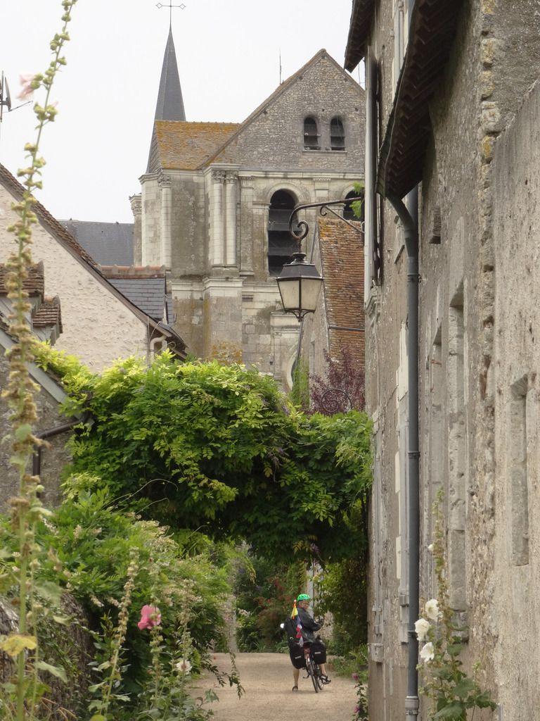 Le vieux village se situe entre la rue principale et la Loire.