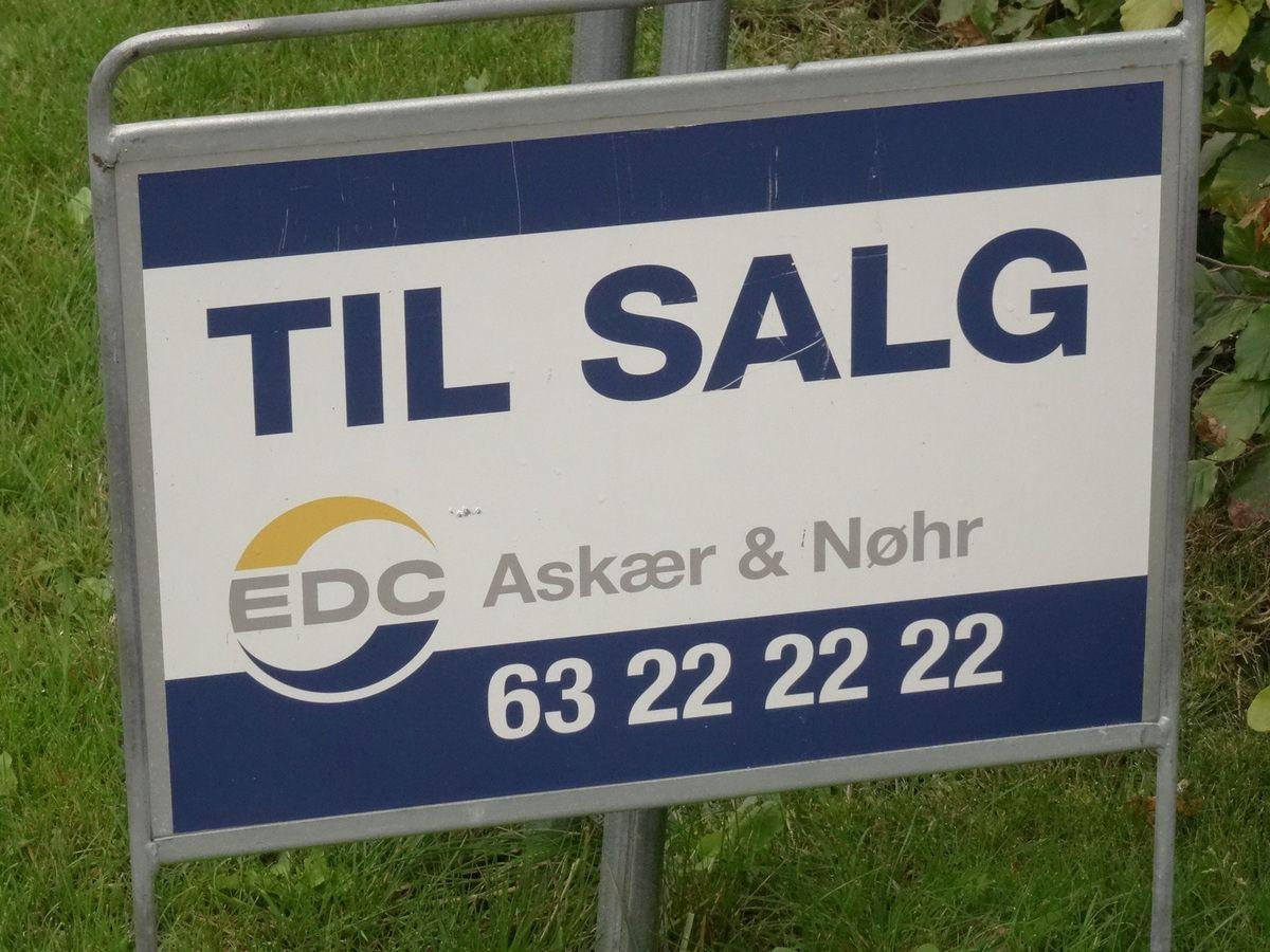 """La pub la plus répandue au Danemark.... """"A vendre"""".. Que se passe-t-il au Royaume ?"""