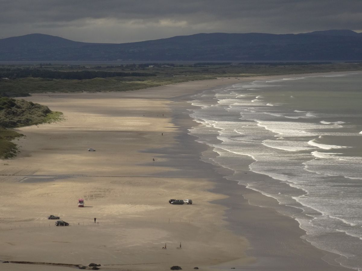Vers l'ouest, les 11 km de plage de Downhill