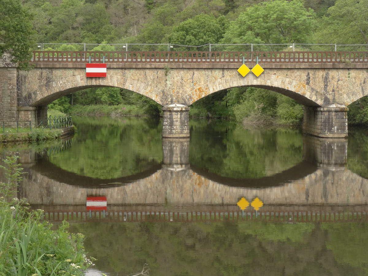"""Il me rappelle le pont """"à binocles"""" de Nagasaki !"""