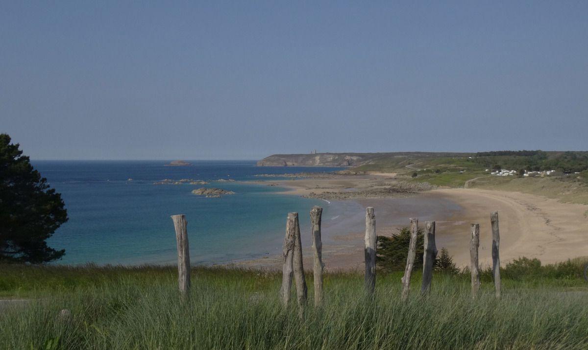 Au loin : le Cap Fréhel