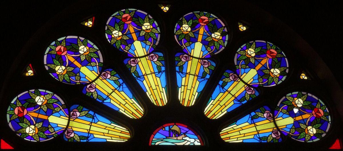 Un vitrail de l'église de l'Aiguillon
