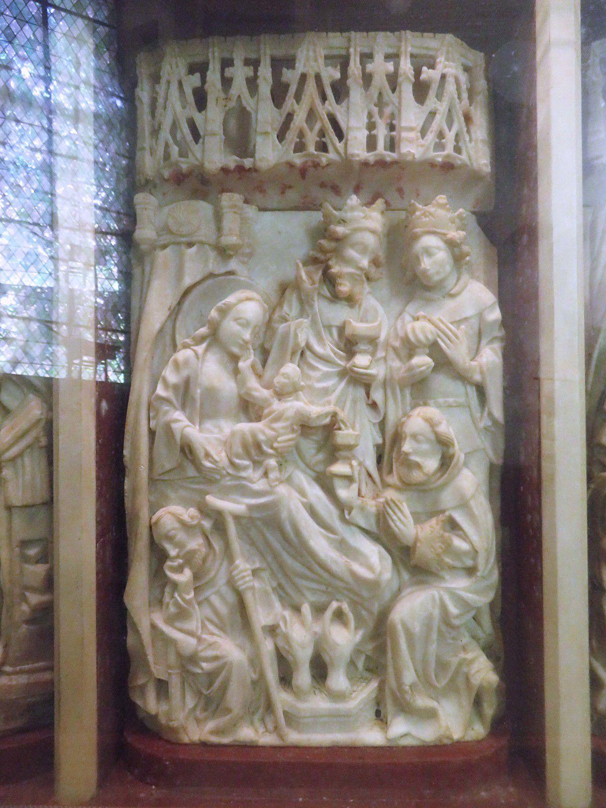 Adoration des Mages. Retable en albâtre, origine anglaise, XVè siècle.