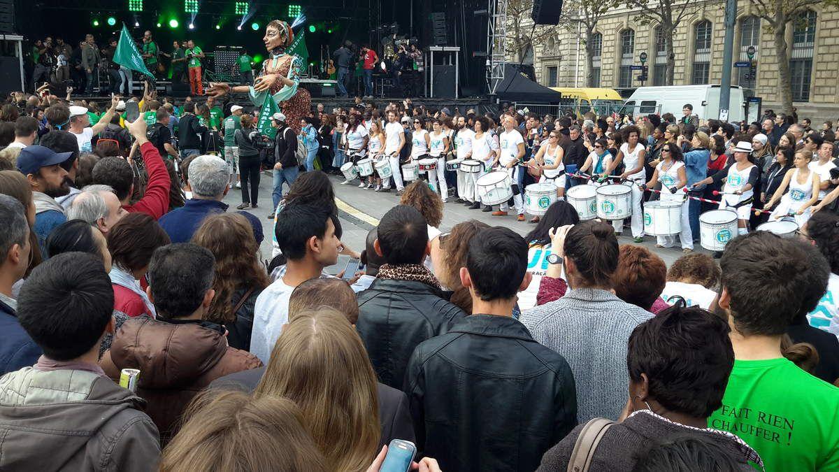Arrivée de la marche Alternatiba , place de la République,  à Paris