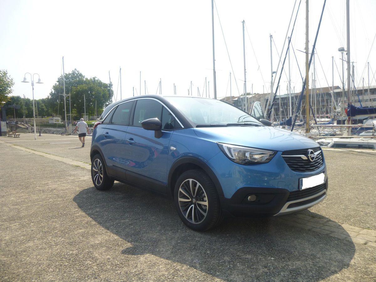 Avant de commencer le test, profitons de ce joli bleu qui va plutôt bien au Crossland X. En dehors de sa couleur, ne lui trouvez-vous pas un faux air d'Opel Meriva ?