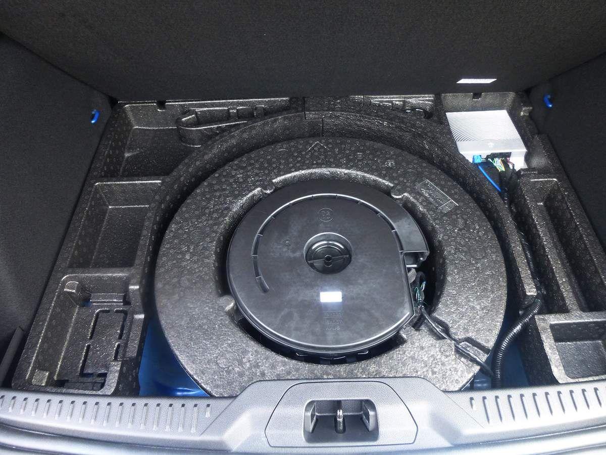 La roue de secours pénalise la capacité du coffre. Mais même sans elle, son volume est légèrement inférieur à la moyenne de la catégorie.