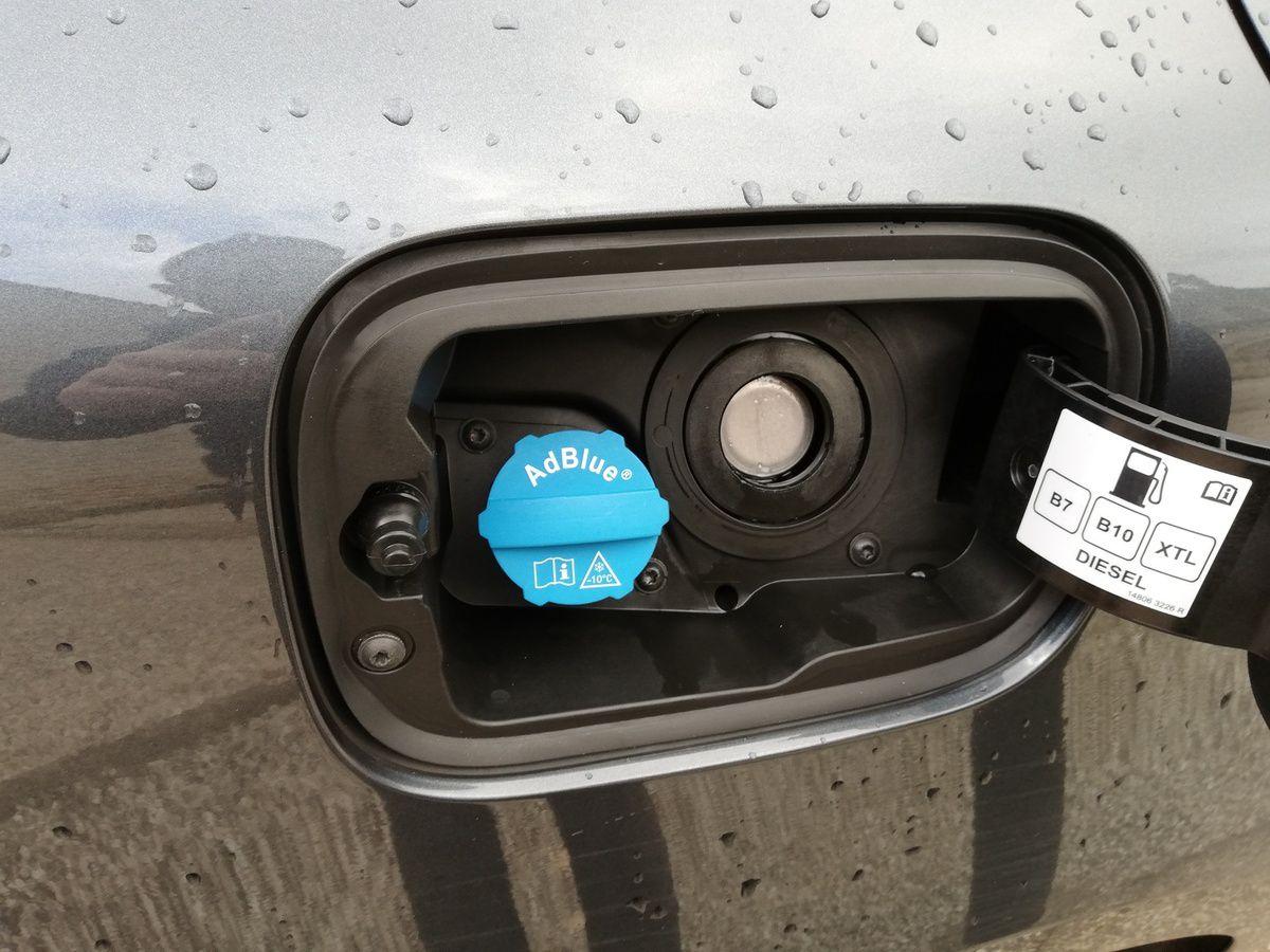 Le réservoir d'AdBlue a une capacité de 16 litres et permet de couvrir entre 6 à 9 pleins de gazole suivant le style de conduite.