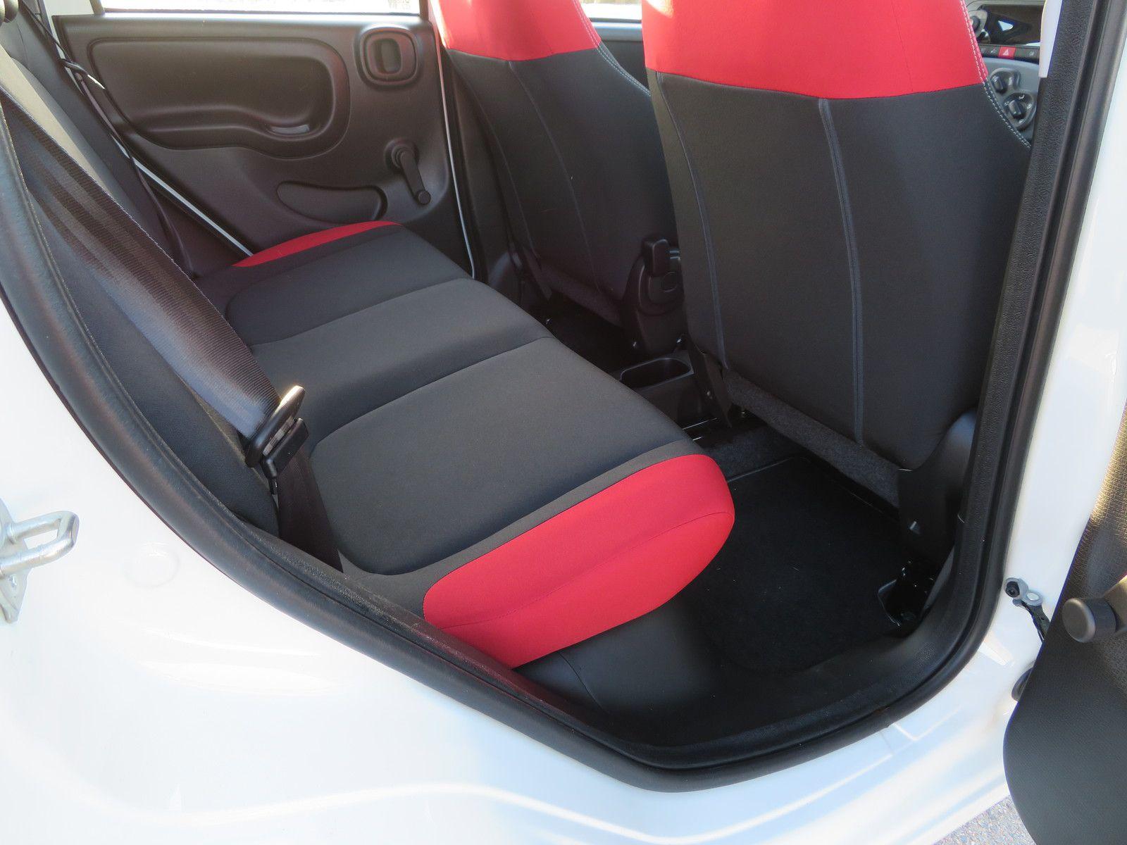 Même avec les sièges avant reculés, l'espace pour les jambes reste très correct.
