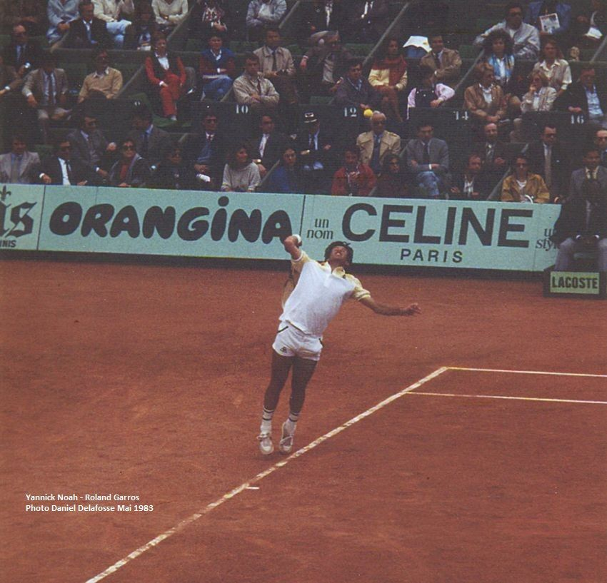 Yannick Noah sur le Central, aux Internationaux de France en Mai 1983, il y a 35 ans.