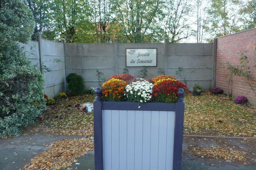 Cimetière Halluin - Fleurissement au Jardin du Souvenir - Octobre 2013.