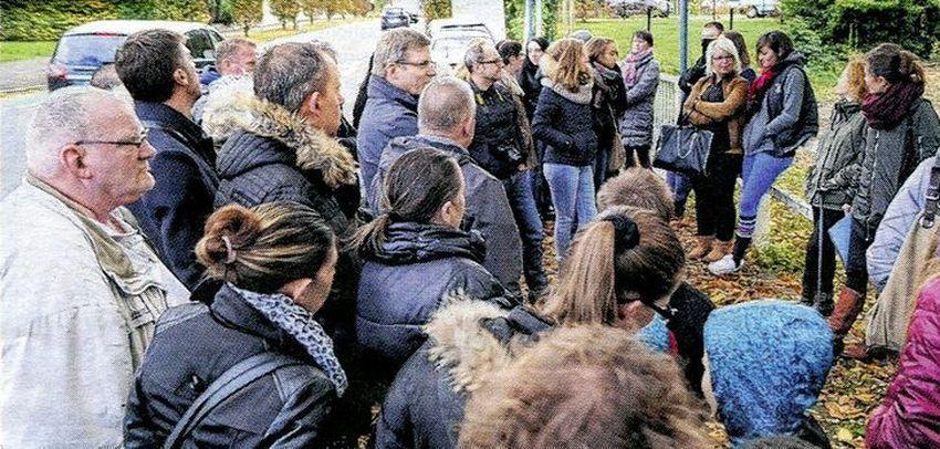 A gauche, Jean-Luc Lagache et le collectif des défenseurs du site de la Cense Manoir, en Novembre 2016.