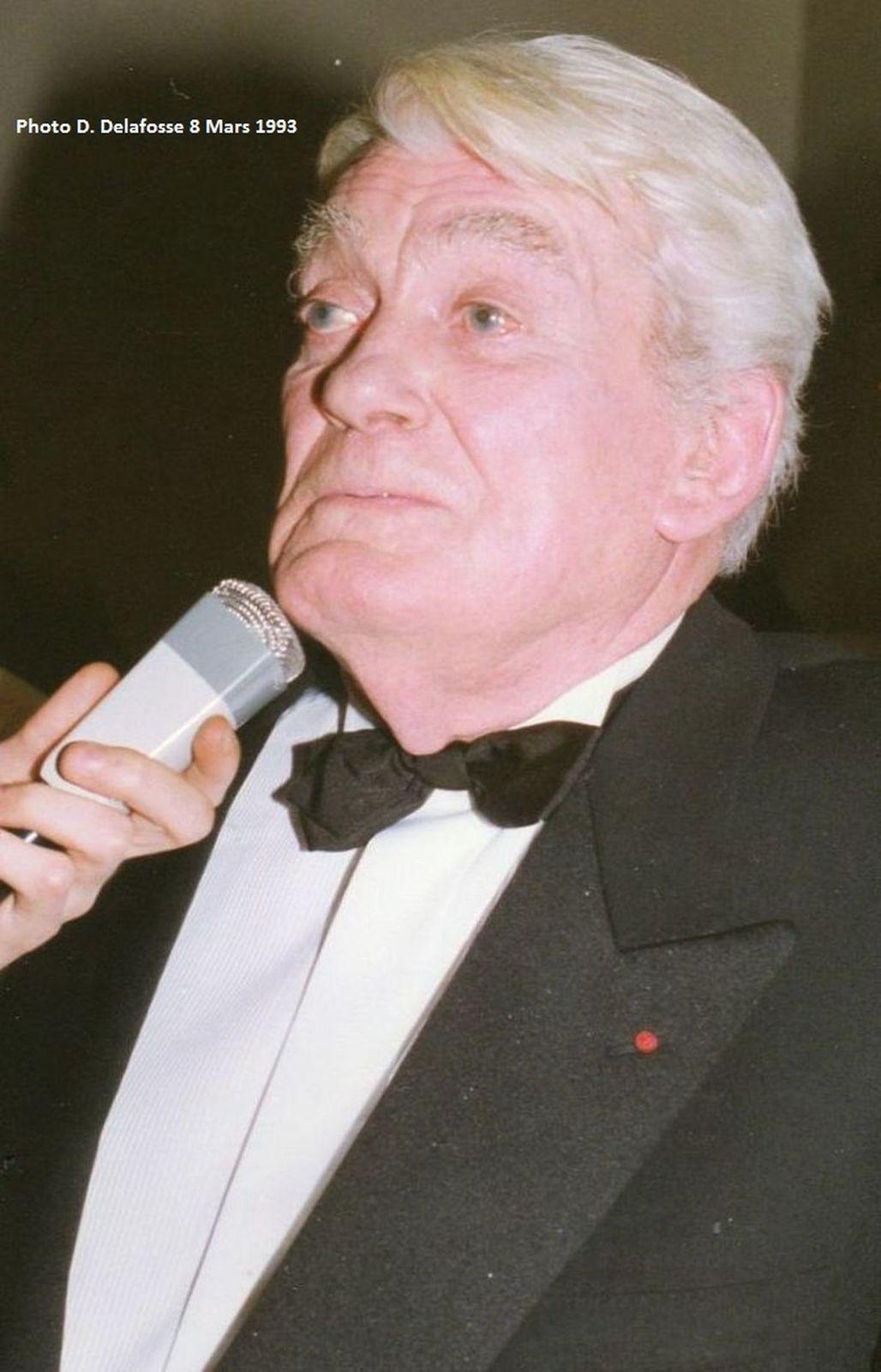 Jean Marais a reçu un César d'Honneur, pour son impressionnante carrière, sous le flash de l'Halluinois Daniel Delafosse,  présent dans les coulisses, à la 18ème Nuit des César 1993.