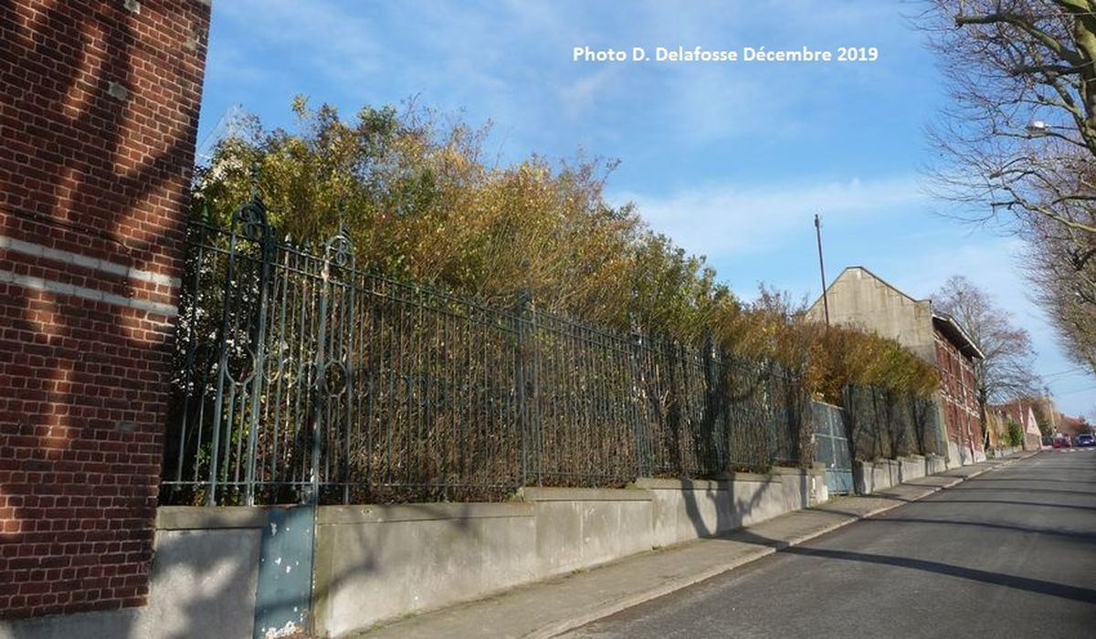 Ancienne grille d'entrée, Chemin du Triez Cailloux Halluin,  de la Maison de Retraite l'Orée du Mont - 18 Décembre 2019.