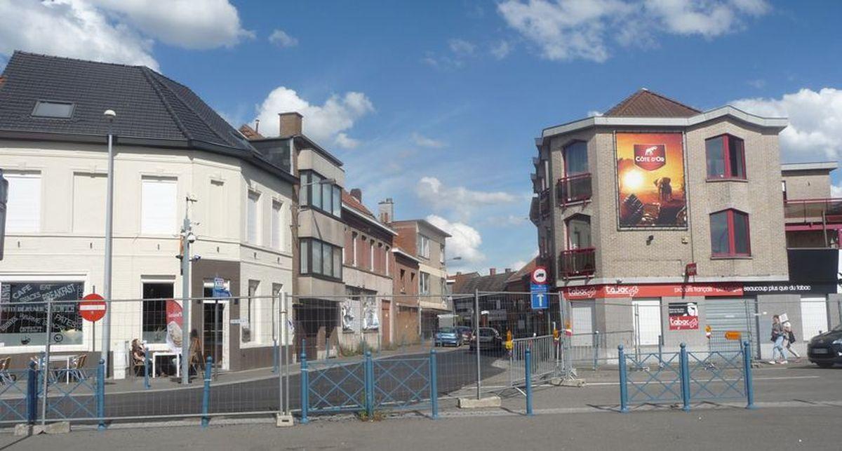 ... deux jours avant la réouverture officielle, face à la rue de Mouscron Menin ...
