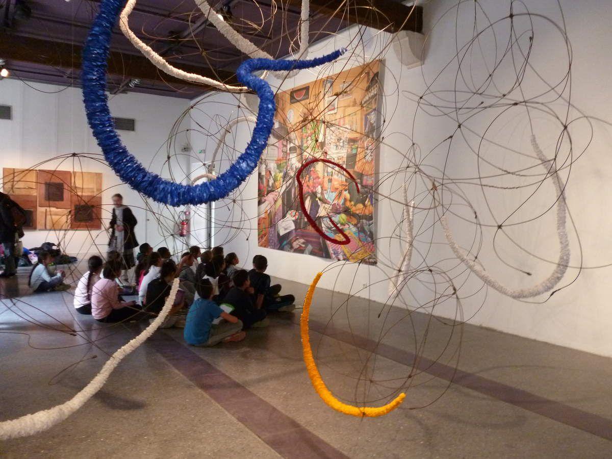 Monique LEFEBVRE anime l'exposition auprès des classes d'Avignon