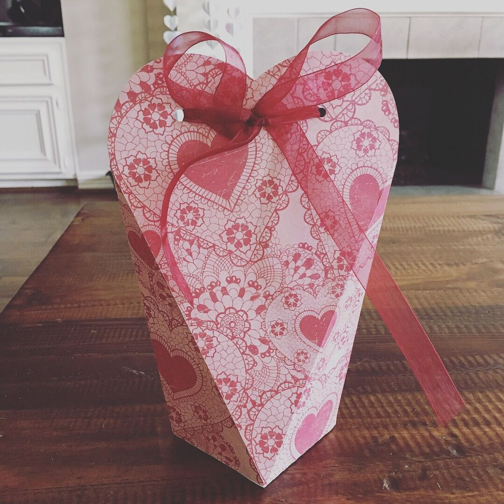 Vertical heart box