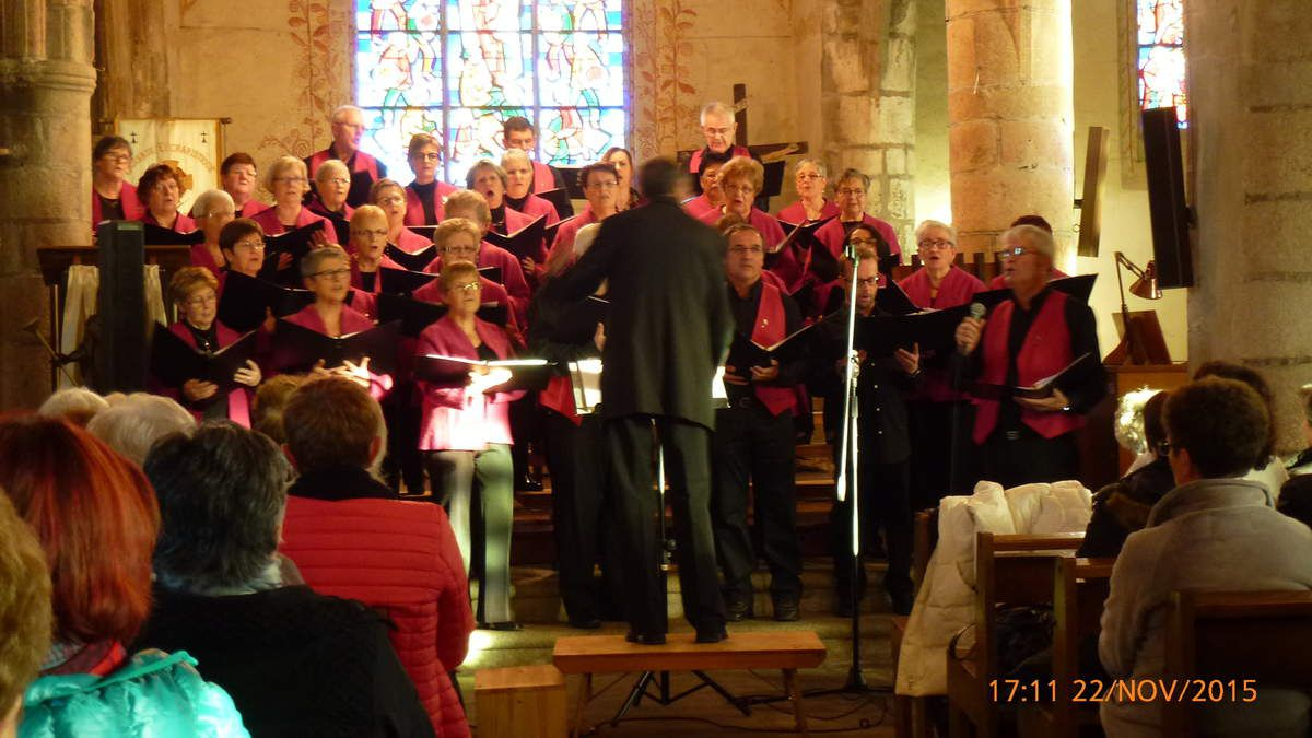22.11.2015 PLOUEDERN, concert par la Chorale de la Côte des Légendes et par la Chorale SEVENADUR D'AN OLL
