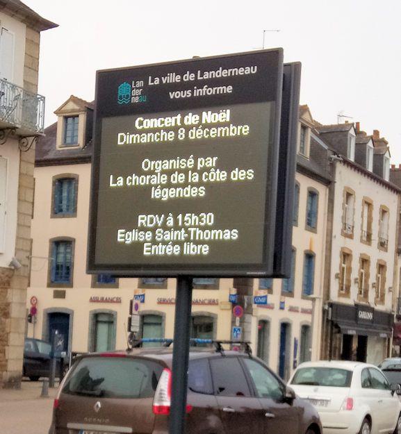 Le concert est annoncé sur des panneaux de LANDERNEAU