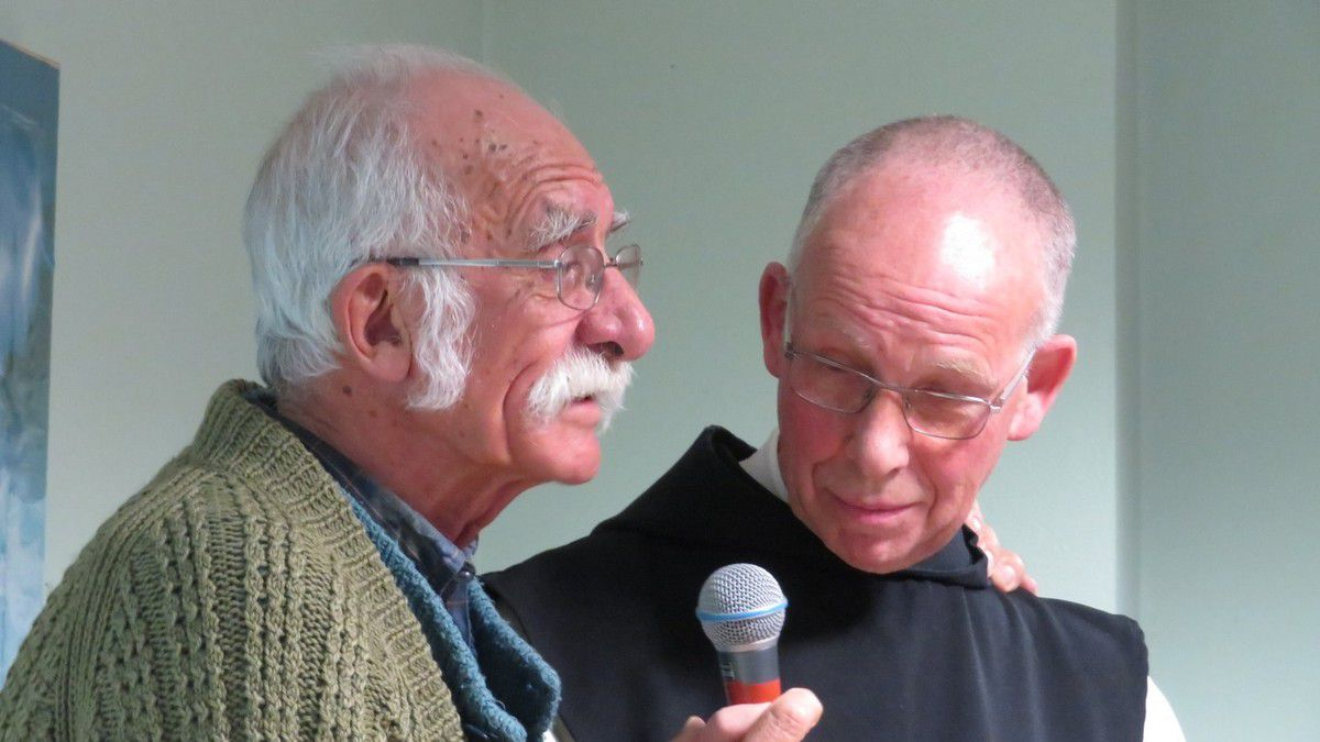 Lulu avec Frère Jean-Marc, abbé d'Acey. Tableau réalisé par Luiz Quintanilha à Cariacica. Icône des martyrs d'Algérie