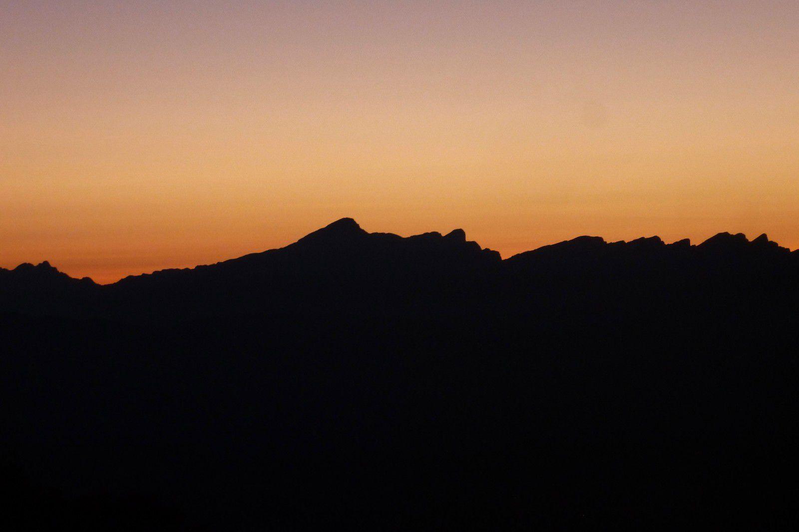 Bivouac en hamac J2 : Lever de Soleil au Puy de la Gagère (1651m)