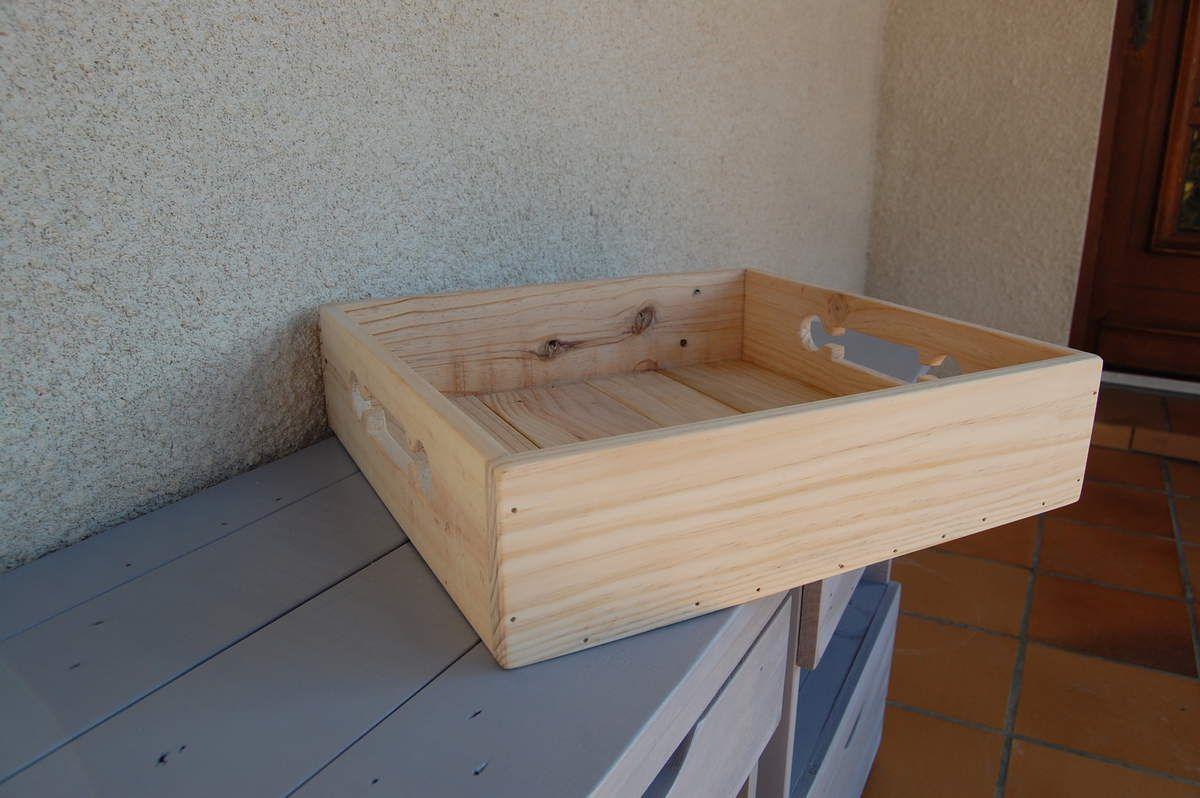 Plateau en bois de palette : dimensions 37x35x9 cm - Prix ....€ - Expédition possible/frais de port : 8€