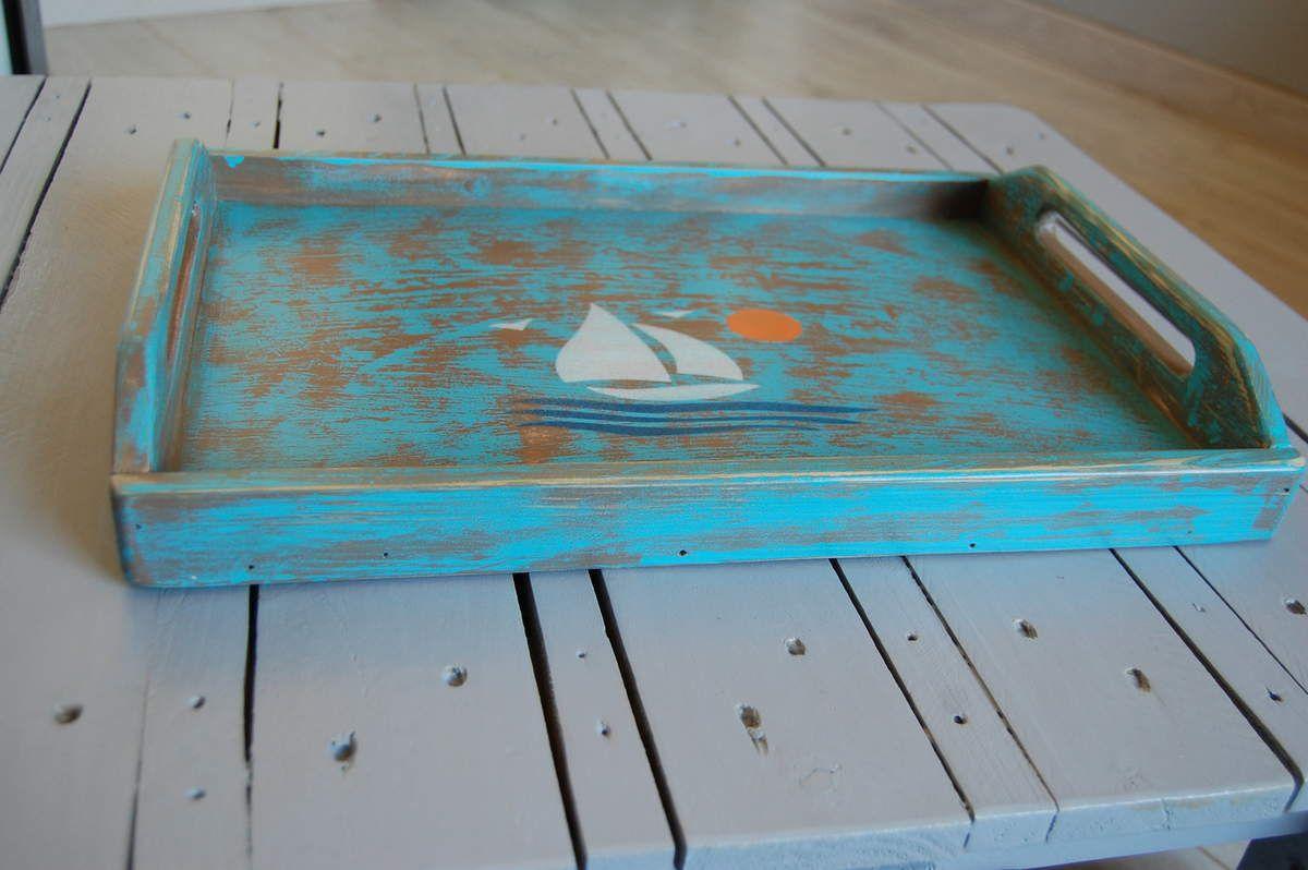 Plateau en bois de palette et bois recyclé grand format. Pièce unique. Dimensions :  45x30x4 cm - Prix 15€  frais de port 8€