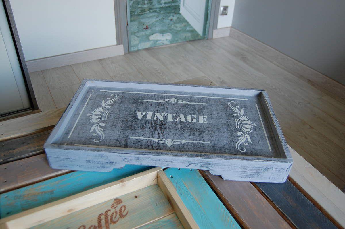 Plateau Vintage réalisé en bois de palette et bois recyclé. Dimensions : 52x29x6.50 cm - Prix 15€.