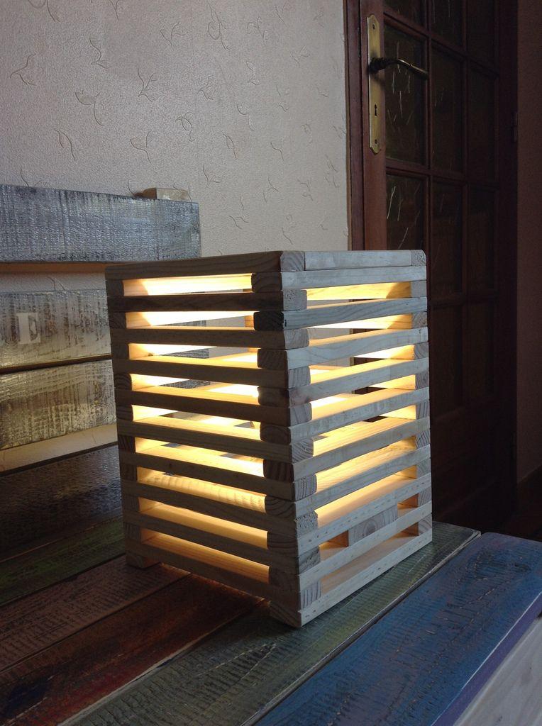 Lampe cube en bois de palette