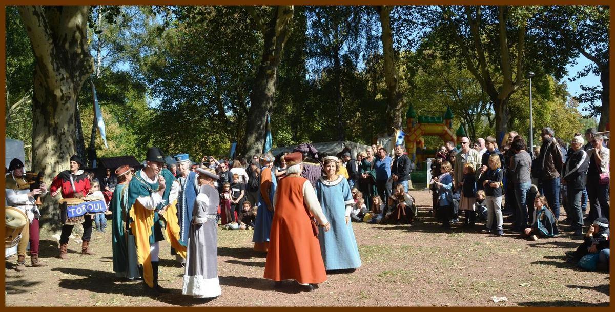 Le Branle des Lavandières accompagné par les musiciens de Toroul Boroul