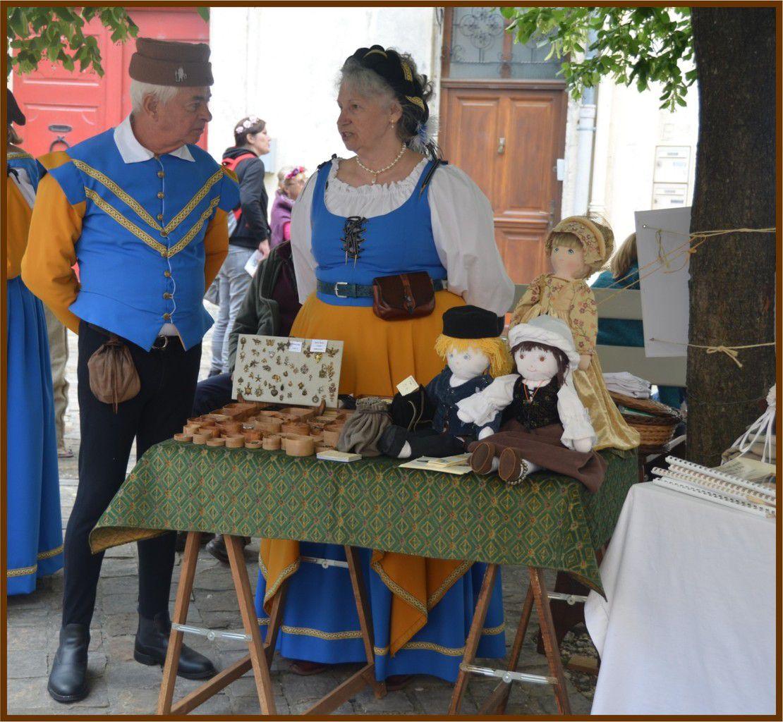 Dame Emma de Poupon, assistante de dame de Brocartine, accompagnée du sieur Hugues d'Ablution