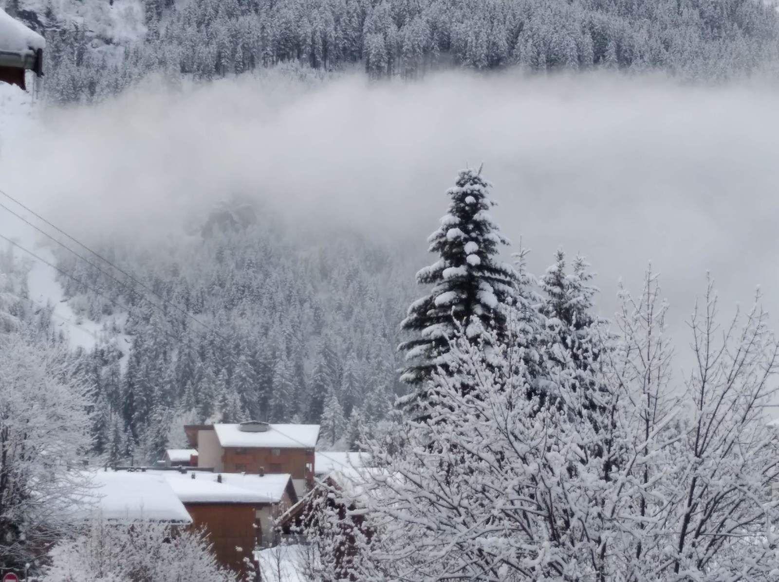 Le village de Pralognan la Vanoise dans la brume